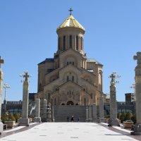 Цминда Самеба. Кафедральный собор грузинской православной церкви. Тбилиси :: Вадим
