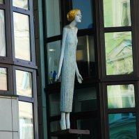 Выходящая в окно :: Николай Танаев