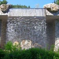 Водопад в Английском пейзажном саду :: Валерий Новиков