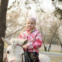 на белой пони :: Ольга Русакова