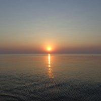 Рассвет на море. :: Лариса Исаева