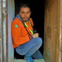 Портрет фотографа в деревянном интерьере... :: Sergey Gordoff
