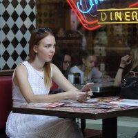 В кафе. :: Александр Бабаев