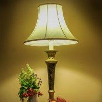 Натюрморт с лампой :: Valery Remezau