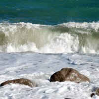 Волна у берегов Ялты :: Наталья Каракуца