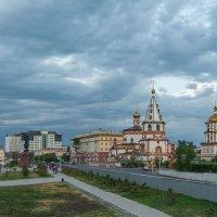 Хмурый вечер в городе :: Владимир Гришин