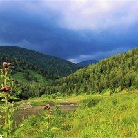 Надвигается из-за гор непогода :: Сергей Чиняев