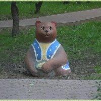 Мишка на детской площадке :: Вера