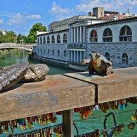 Скульптурки на мосту влюбленных в Люблянице :: Татьяна Ларионова