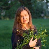 Вечерний портрет с лютиками :: Татьяна Копосова
