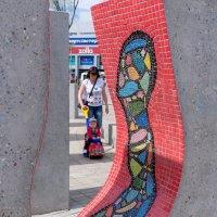 Человек в бетоне с декорацией :: Валерий Михмель