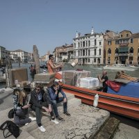 Scarico lancia sul canal Grande a Venezia. :: Игорь Олегович Кравченко