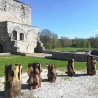 Загадочные экспонаты у стен монастыря Святой Бригитты :: veera (veerra)