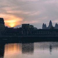 Восход Солнца над Ангкор Ват :: Alex