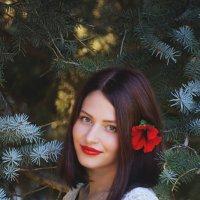 Красивая девушка с цветком в волосах :: Надежда Журавкова