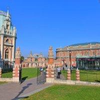 Большой дворец и Хлебный дом в Царицыно :: Константин Анисимов