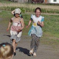 Бегут встречать коров :: Светлана Рябова-Шатунова