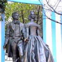 Памятник Пушкину и Гончаровой на Старом Арбате :: Елена