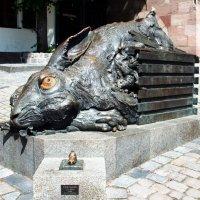 Заяц Дюрера в 20-м веке (Нюрнберг) :: ирина