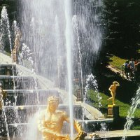 Кючевой фонтан каскада Самсон. :: Владимир Бочкарёв
