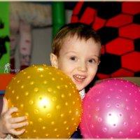 Егорка с мячами. :: Anatol Livtsov