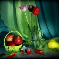 С тюльпанами... :: Нэля Лысенко