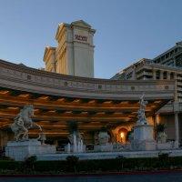 Главный вход во дворец Цезаря (отель Caesars Palace, Лас Вегас) :: Юрий Поляков