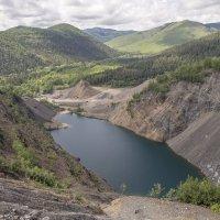 Рукотворное  озеро. :: Александр Паклин