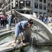 Водопой на площади Испании в Риме :: Евгений Дубинский