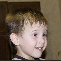 Внук Артём смотрит мультик :: ofinogen