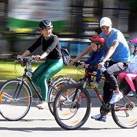 Всей семьей - на велопробег :: Асылбек Айманов