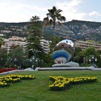 Скульптура Небесное зеркало с отражением Казино в Монте-Карло :: Татьяна Ларионова