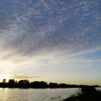 Закат на реке Волхов :: Александр Горячев