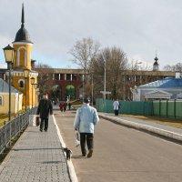 Дорога к  коломенскому Кремлю. :: ИРЭН@ Комарова