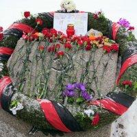 Венок на Пискарёвском кладбище :: Вера Щукина