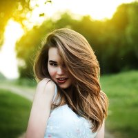 Девушка в лучах солнца :: Ася Харченко