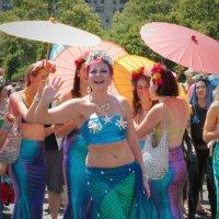 На параде русалок на Кони Айлэнд в Брукклине :: Олег Чемоданов