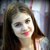 как много девушек хорошеньких :: Олег Лукьянов