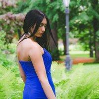 Пролгулка по саду :: Алёна Печенина