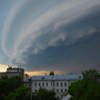 Заходит разрушительный шторм. :: Валерий Медведев