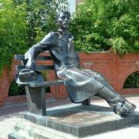 Памятник А. П. Чехову в городе Серпухове. :: Михаил Столяров