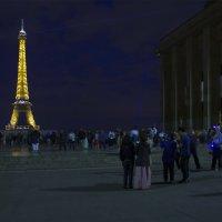 Эйфелева башня ночью :: Александр Рябчиков
