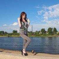 Девушка-великан и лилипуты :: Светлана Громова