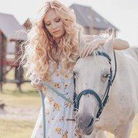 Фотосессия с лошадью :: Марина Ивженко