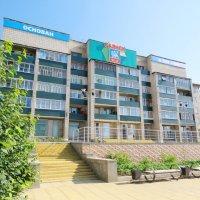 Жилой дом на въезде в солнечный Саянск :: Дмитрий Юдаков