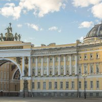 Дворцовая площадь в рассветных лучах :: bajguz igor