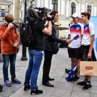 Английские болельщики дают интервью...сегодня игра с Колумбией :: Анатолий Колосов