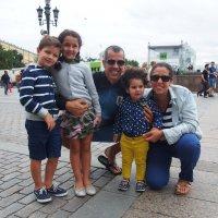 Семья уругвайских болельщиков в Москве :: Сергей Михальченко