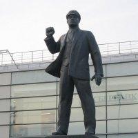 Памятник Эрнсту Тельману :: Дмитрий Никитин