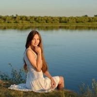 девушка на берегу реки Ока :: Дарья Дядькина